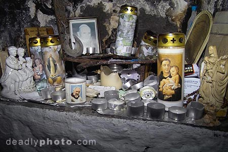 St.Brigid's Well, Liscannor, Co. Clare, Ireland. Copyright 2004 Dave Walsh