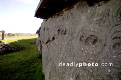 Newgrange, Detail of foundation stones